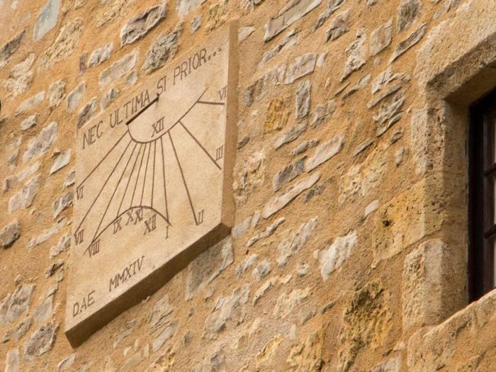 Cadran solaire Benoit Cordes-sur-Ciel Tarn.